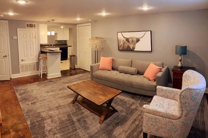 Uptown private -2 br 1 ba