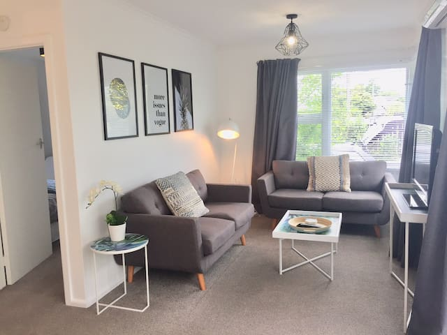 Cosy Merivale Modern Apartment. Location +