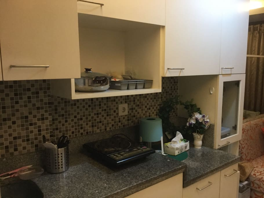 Nice and simple kitchen set, where you can use it anytime you want. You can have the foods and drinks as well. I'm okay to share