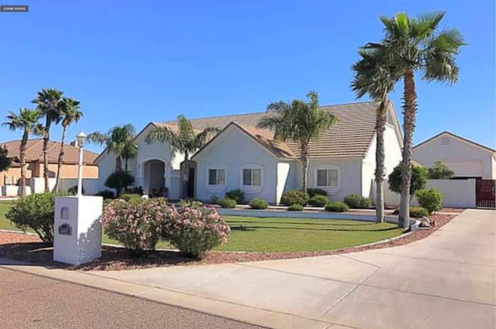 Beautiful Custom Home, Great area, suite 4,