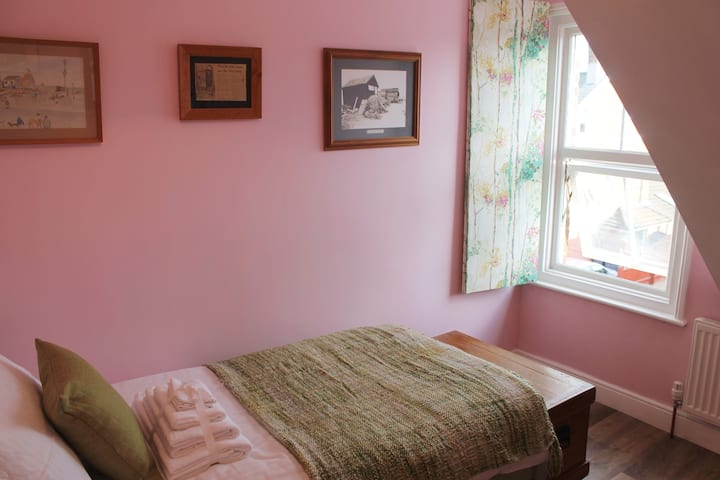 Period Seaside Townhouse; single room.