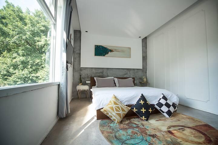 栖兮 | 别尔那茨基·轻奢大床房303