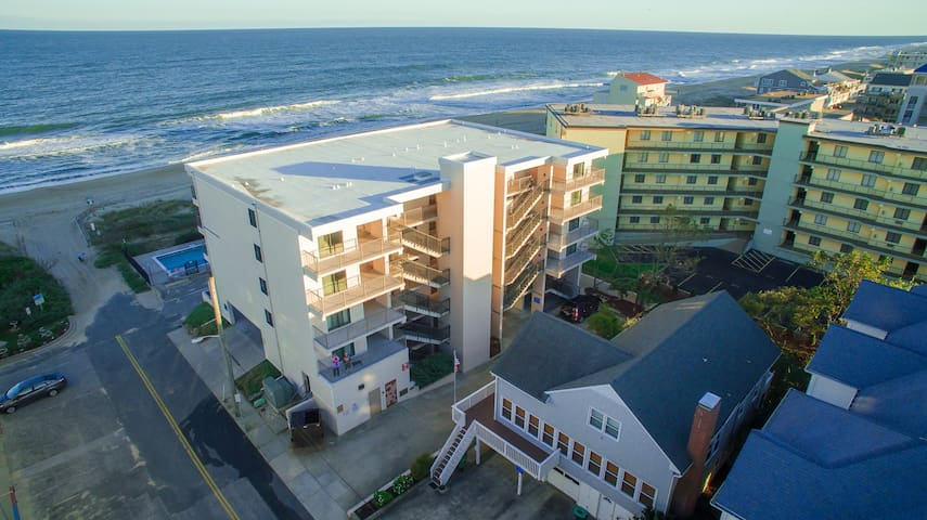 Oceanfront 2 Br. Pool, Amazing View ST 102