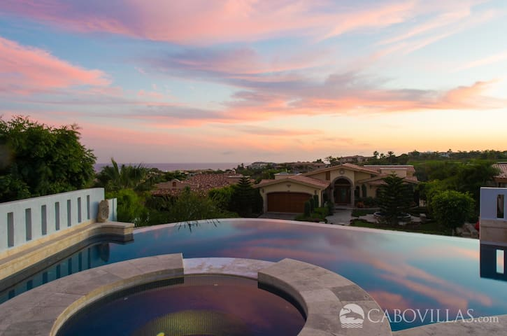 Perfect for Groups - Great Views & Spacious Pool Terrace