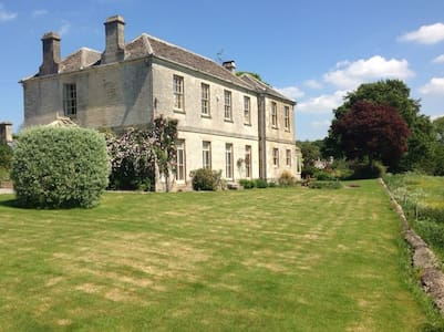 The Old Vicarage at Oakridge:  The Sleigh Room - Stroud - Bed & Breakfast