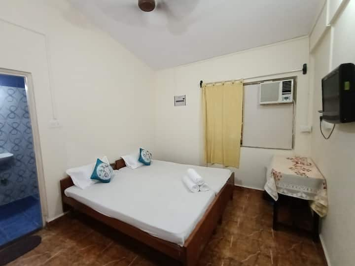 Tito's Lane Marlin Guest House Baga Beach Room 8
