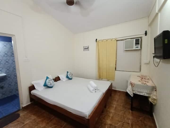 Tito's Lane Guest House Baga Beach Room 8