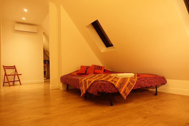 New and Bright Studio in the Golden Triangle