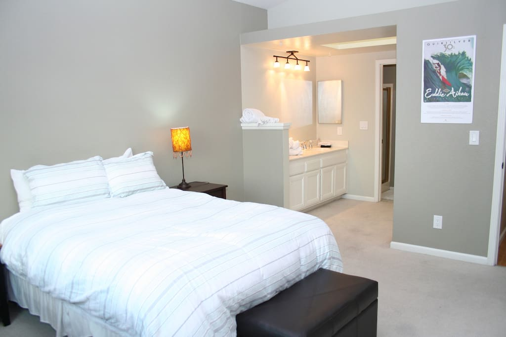 Queen Suite with En Suite Bath