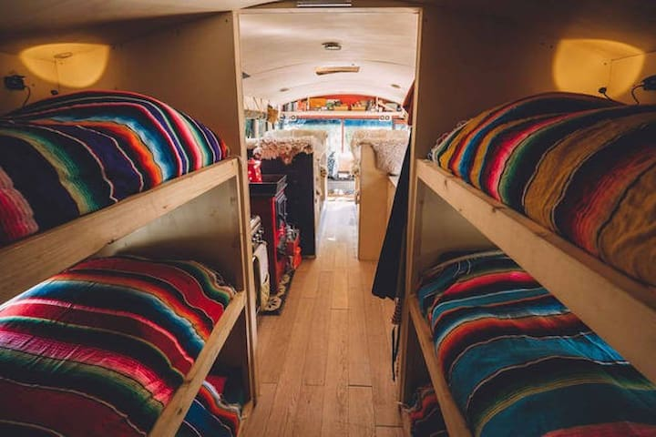 The adventure hostel on wheels: The Nomads Bus - Neustift im Stubaital - ที่พักพร้อมอาหารเช้า