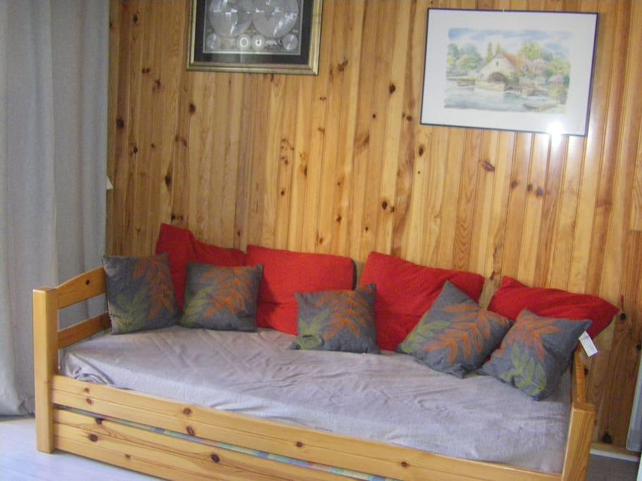 Pièce principale avec lit gigogne