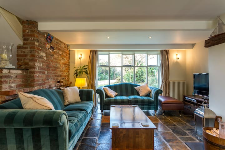 Family Friendly Barn Conversion in Itchenor - Itchenor