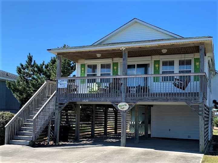 Walk to the Beach, private pool, hot tub, location