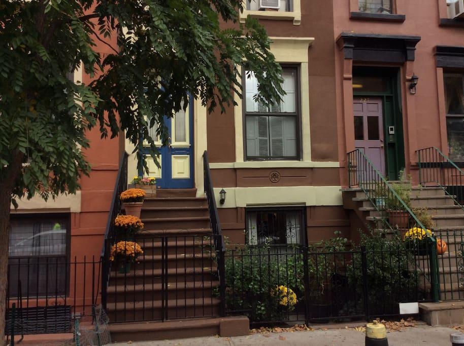 cozy brownstone bed bath maisons louer new york new york tats unis. Black Bedroom Furniture Sets. Home Design Ideas
