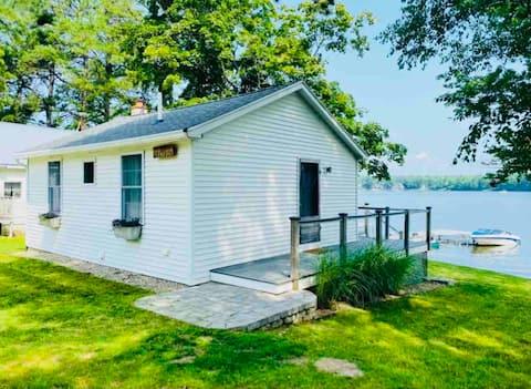 NEW! Cheery 2 Bedroom Cabin, Silver Lake Escape🍁