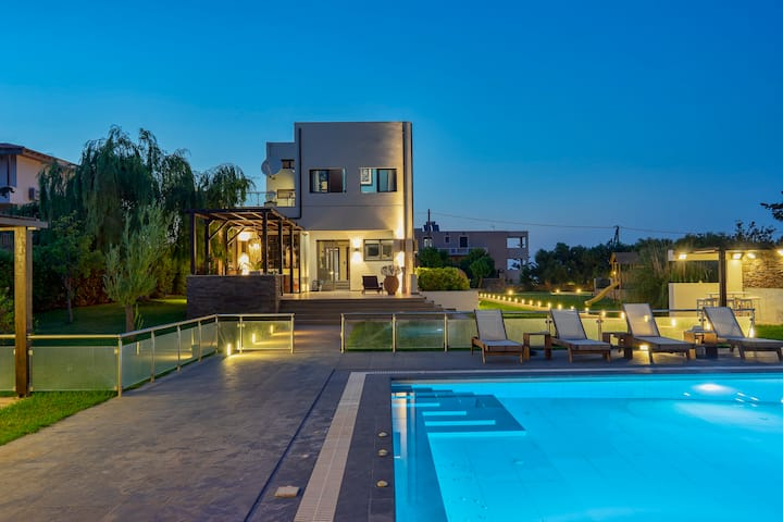 Villa Sfedami 350m² with 55m²  pool with spa