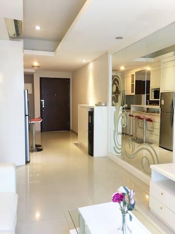Complete, Clean, Cozy Apartment, Kota Kasablanka