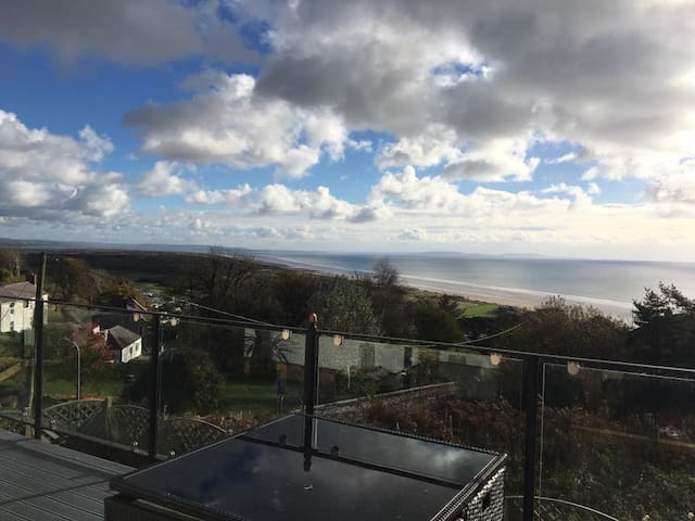 Double ensuite room with beautiful view of Pendine