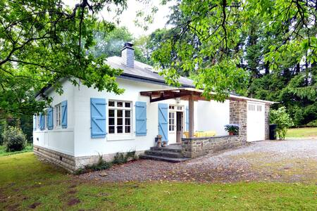 Maison de vacances cosy à Monceau-en-Ardenne. Jardin clôturé