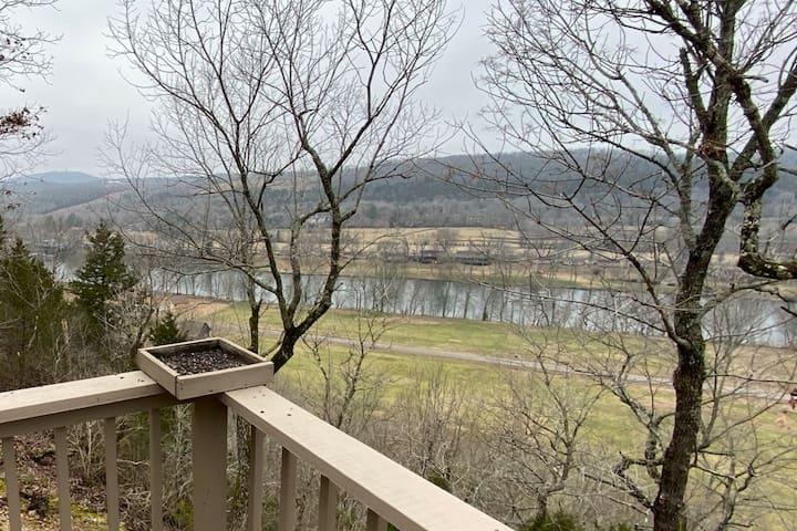 Bluff view dream home, river & Bull Shoals access