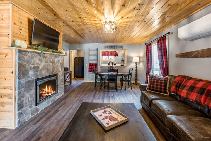 The Lumberjack Suite with Kitchen - Timber House Lodge