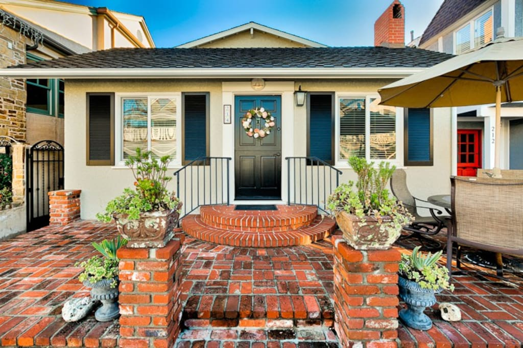 Charming, inviting front yard and entry.