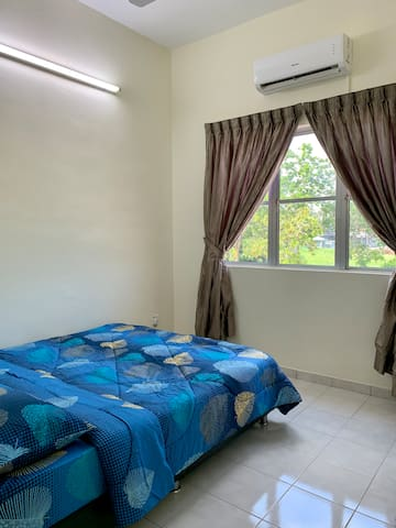 Family Room with Super Queen sized bedding which can be occupied by 2 Guest.