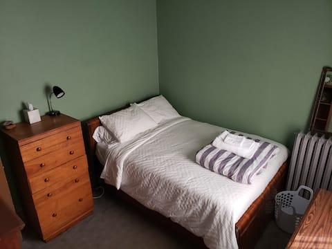 Classic, original comfort in Lincoln Park ~ Room 2