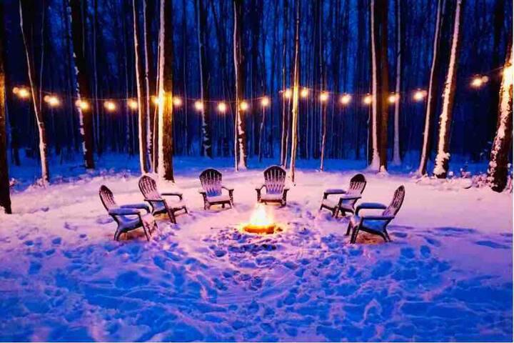 *Wooded Getaway & Fireplace* Ski, Snowmobile, Hike