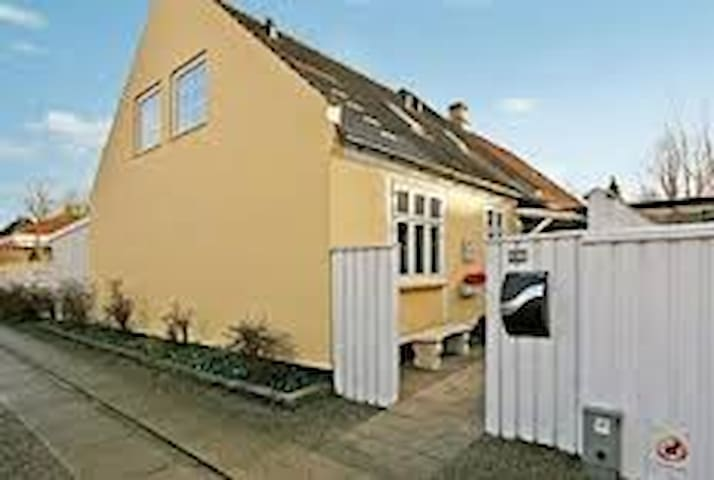 Cosy house in Ringsted city - Ringsted - Casa