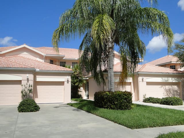 Beautiful Coach Home with Golf Course & Lake Views