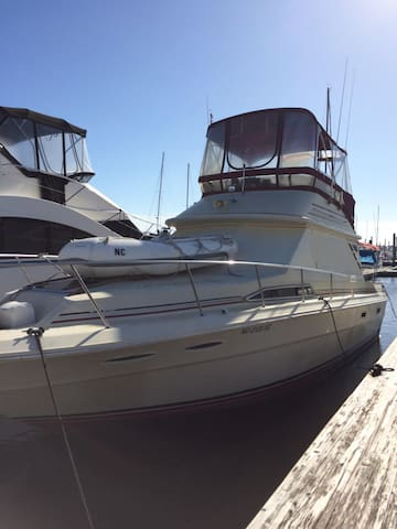 Rum Runner 34 ft Sea Ray