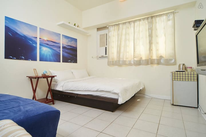 White room near Shilin Night Market