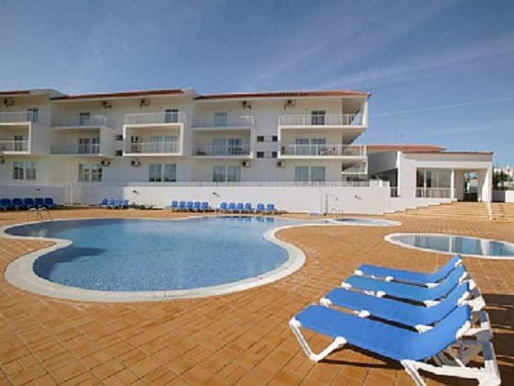 Um apartamento de ferias com piscina