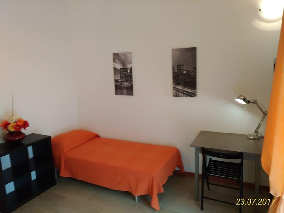 Neat single bedroom in Portello