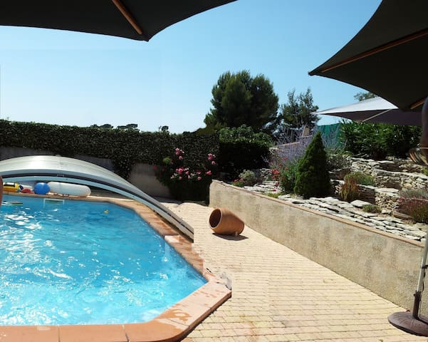 Villa+studio,piscine chauffée vers Avignon , Nîmes - Montfrin - Villa