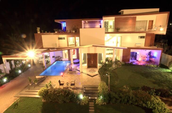 SK Manor - Brand New, Modern and Luxury Pool Villa