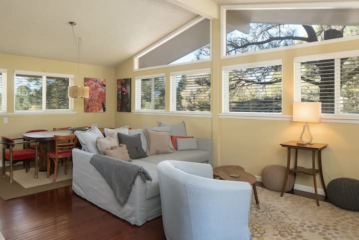 Artsy, Downtown Tree-house - Perfect Flagstaff Location! (4BR)