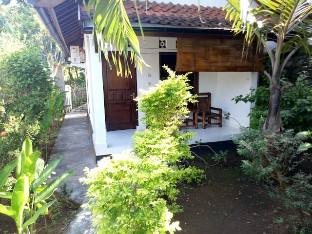 Private bungalow, tropical garden near the beach