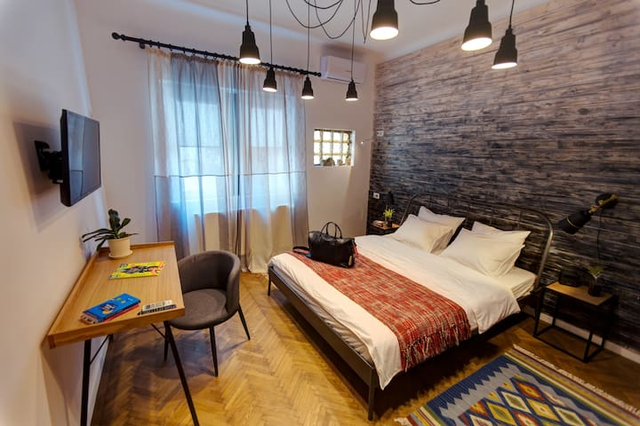 Double Bedroom with Shared Bathroom in FirstHostel