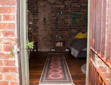 Urban retreat in heritage warehouse - Newtown - Wohnung