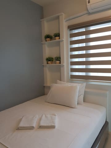 Homey 1BR with Balcony at Breeze Residences