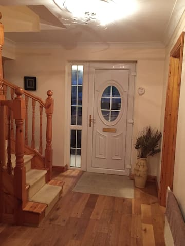 Spacious 4 D Bedroom, 4 Bathroom House - Bangor Erris