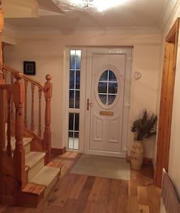 Spacious 4 D Bedroom, 4 Bathroom House - Bangor Erris - Maison