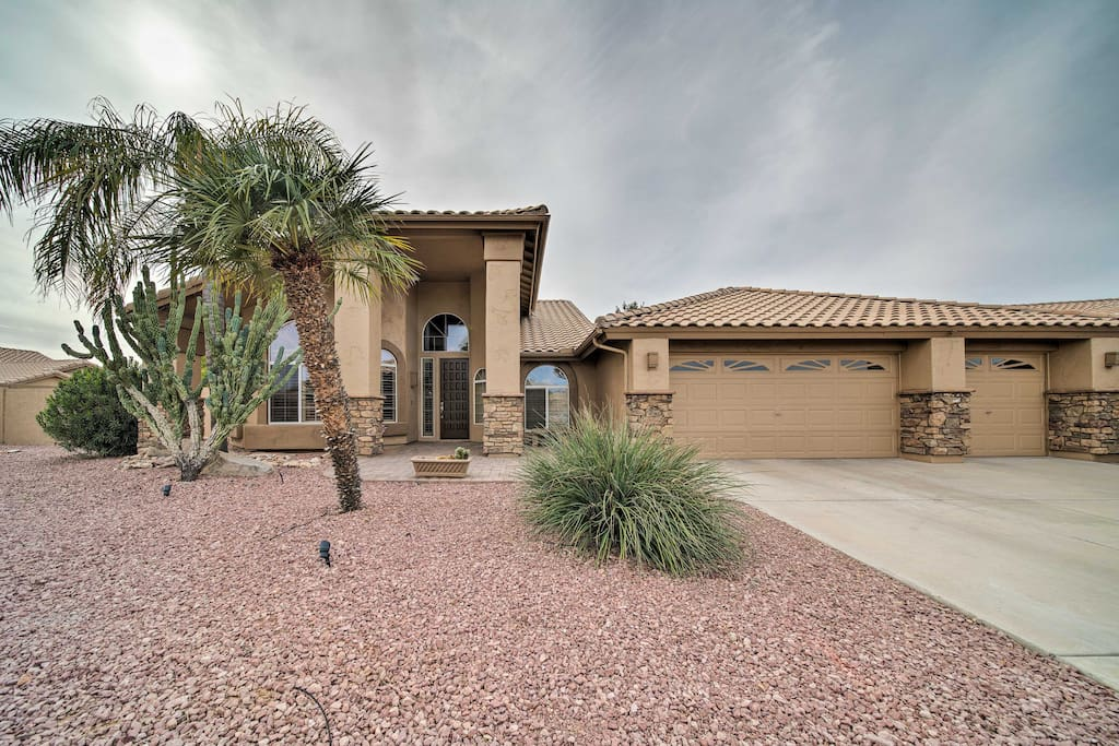 You'll be just steps from the golf course at this Vista Pinnacle home.