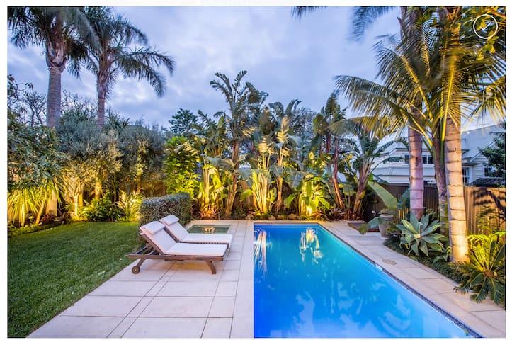 Private tropical sanctuary - Auckland
