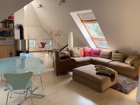 Geräumiges helles Loft im Dachgeschoss nahe Berlin