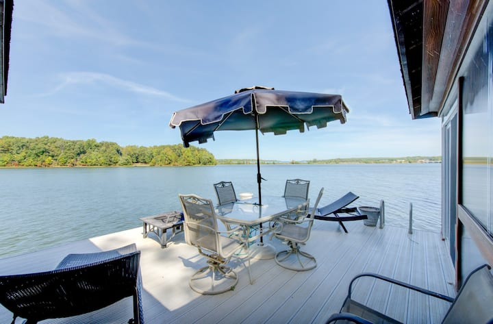 Waterfront home w/private hot tub, sauna, game room - Dogs ok!