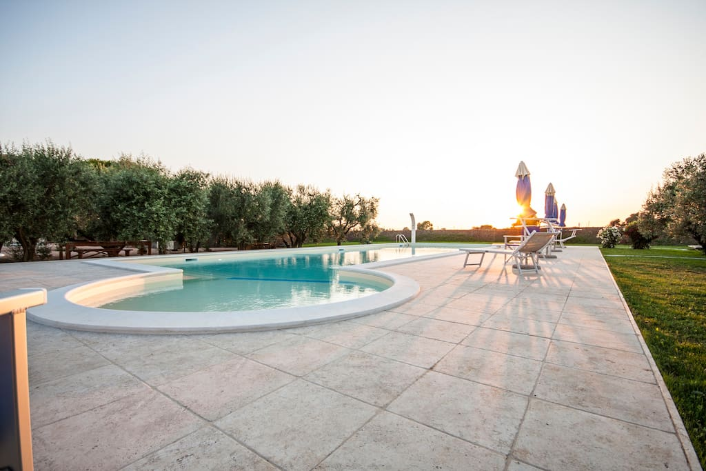The large private pool of the House - L'ampia piscina privata della Casa