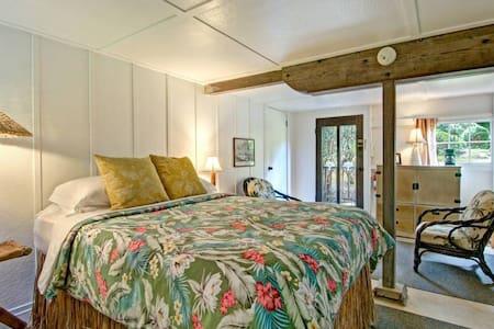 Iiwi-Bedroom